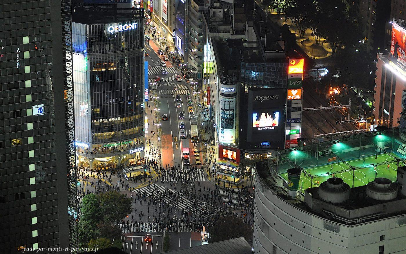 depuis le bar on domine Shibuya crossing