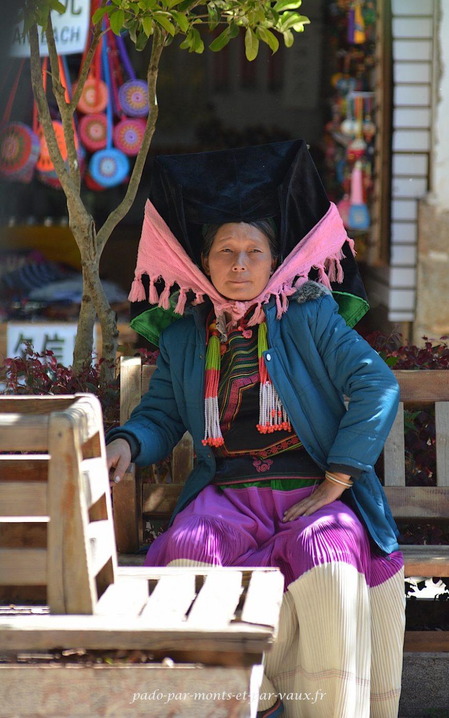 Lijiang - costume Yi