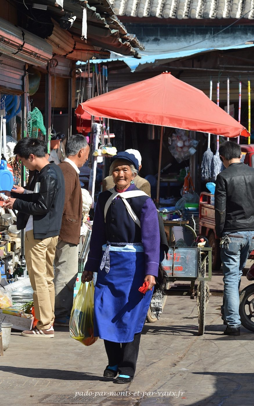 Lijiang - costume Naxi