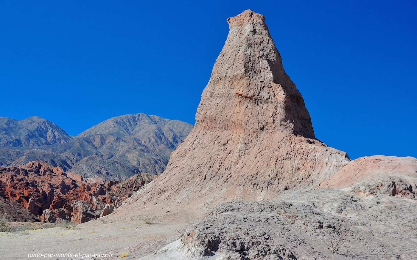Quebrada de las conchas - El Obelisco