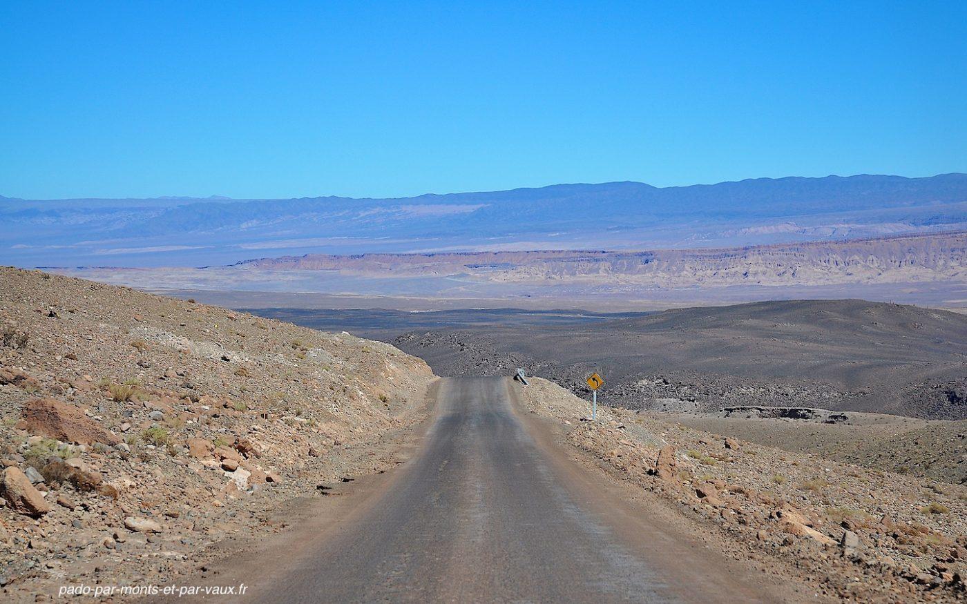 Route en direction de San Pedro de Atacama