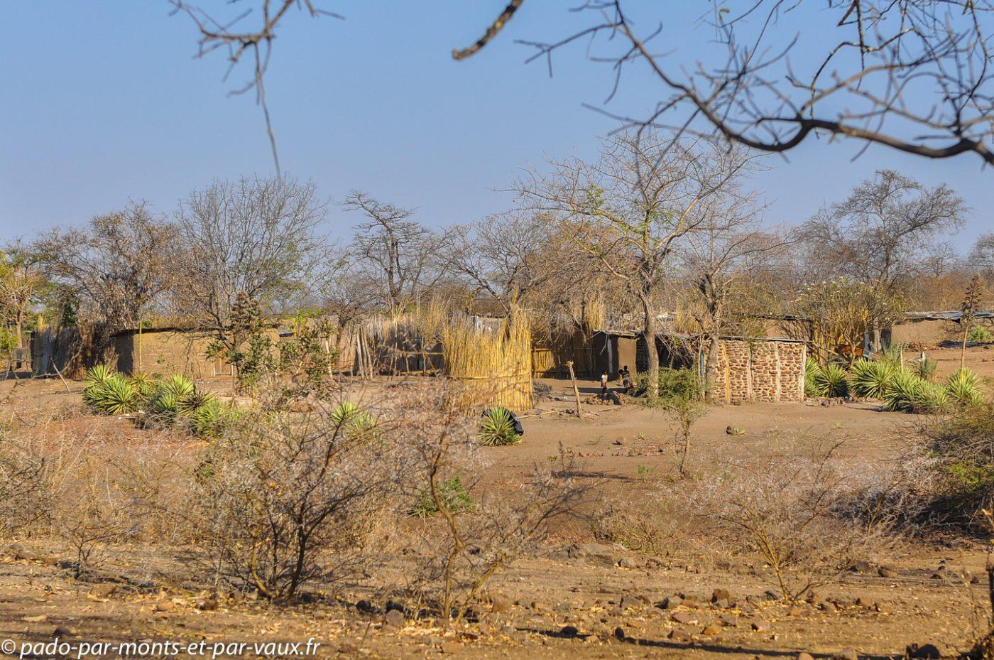 Ile impalila - village