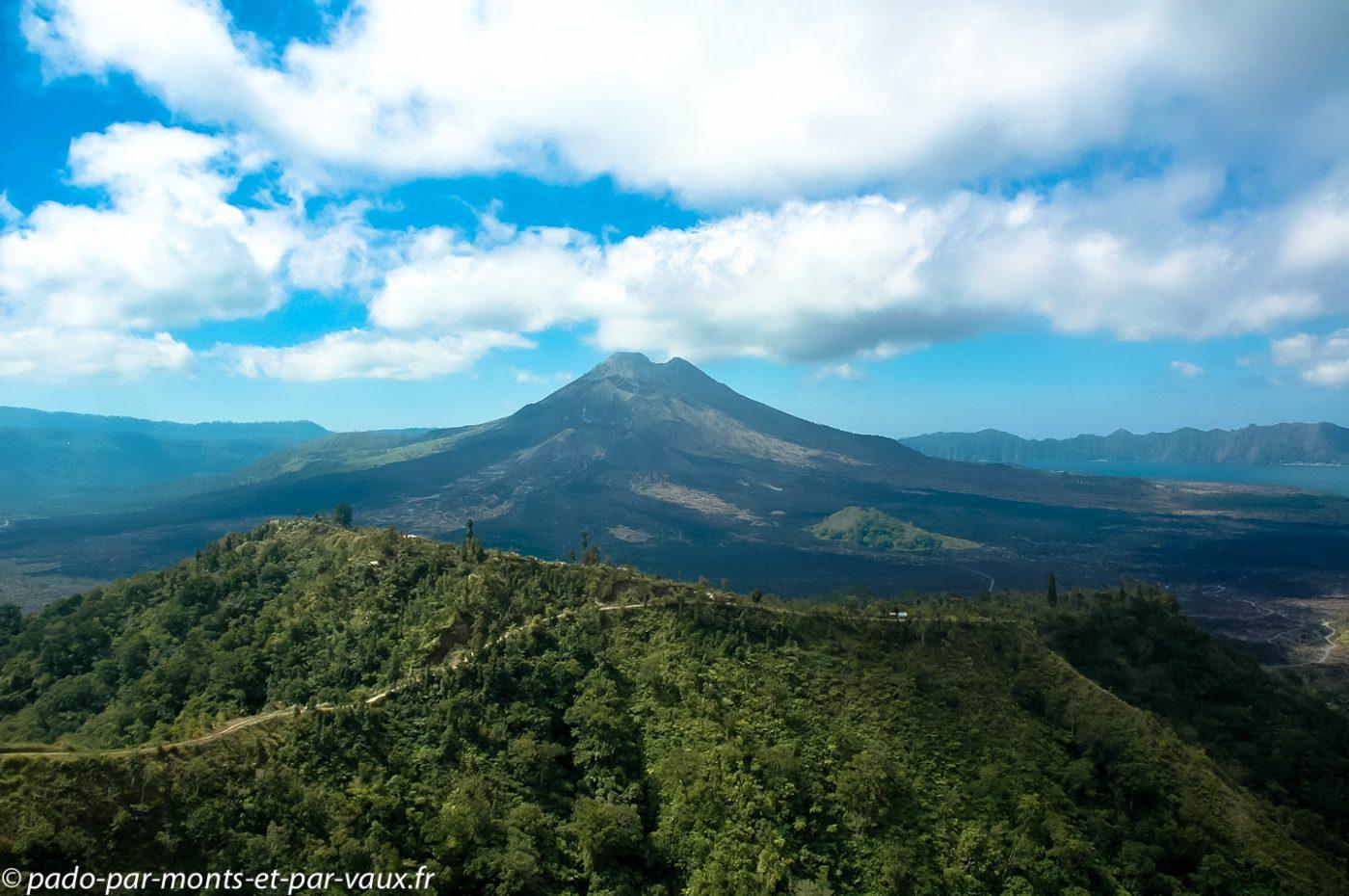 Volcan et lac Batur