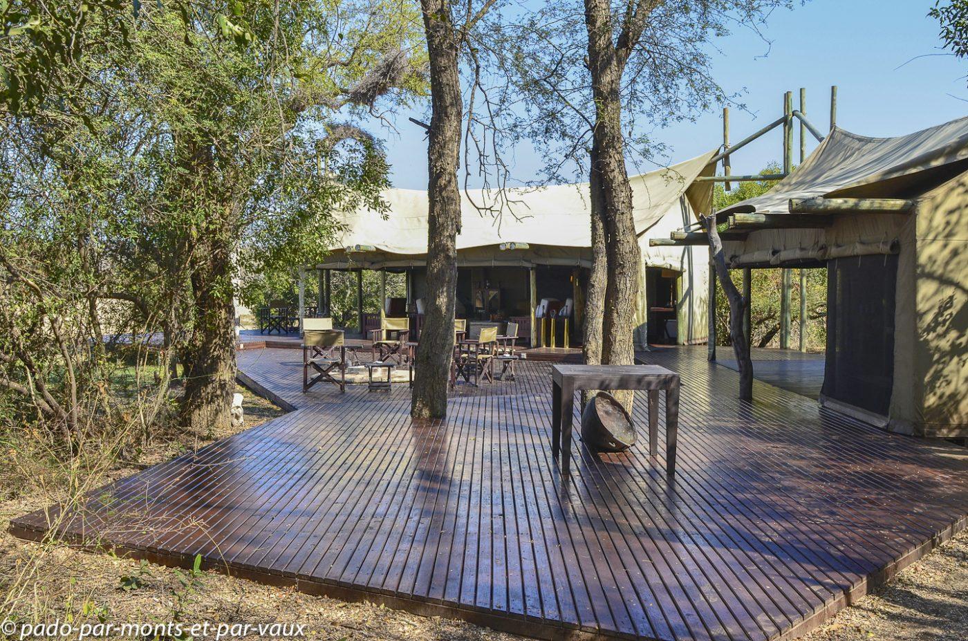 Rhino plains camp
