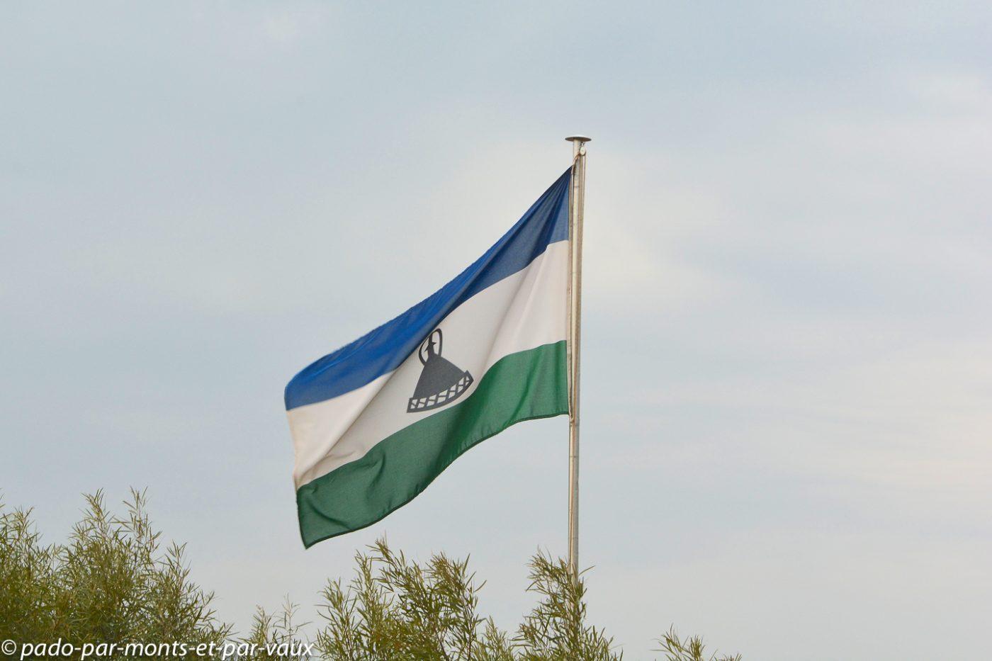 Lesotho - Malealea - drapeau national