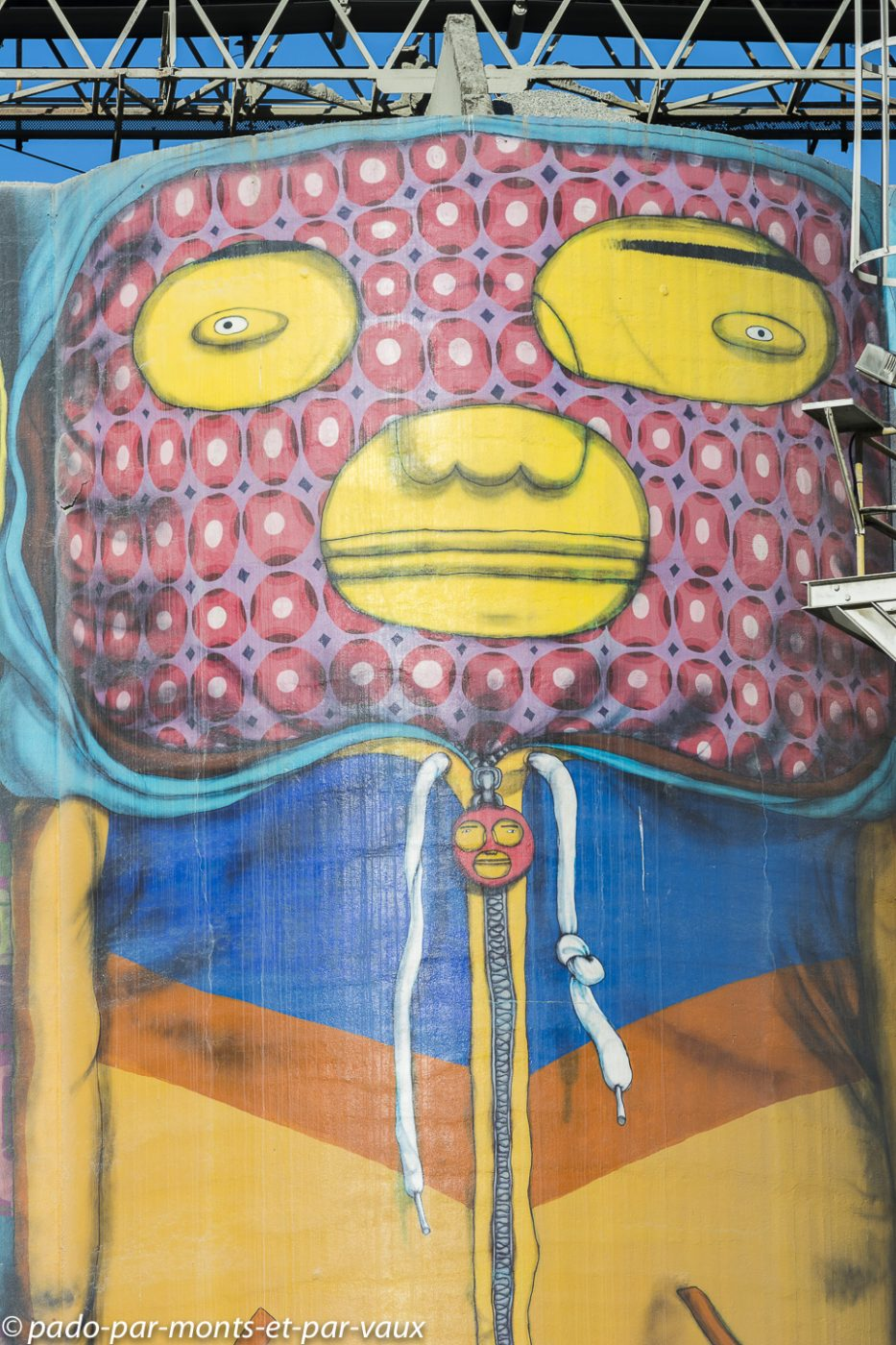 Street art Vancouver Granville Island 2018 - Osgemeos