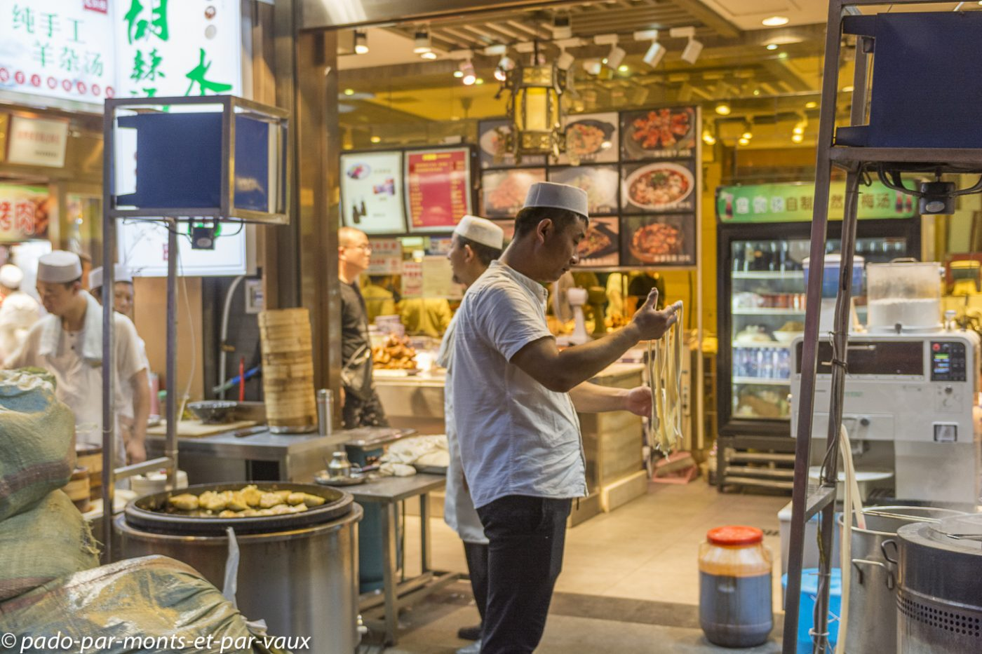 Xi'an  - Fabrication des nouilles