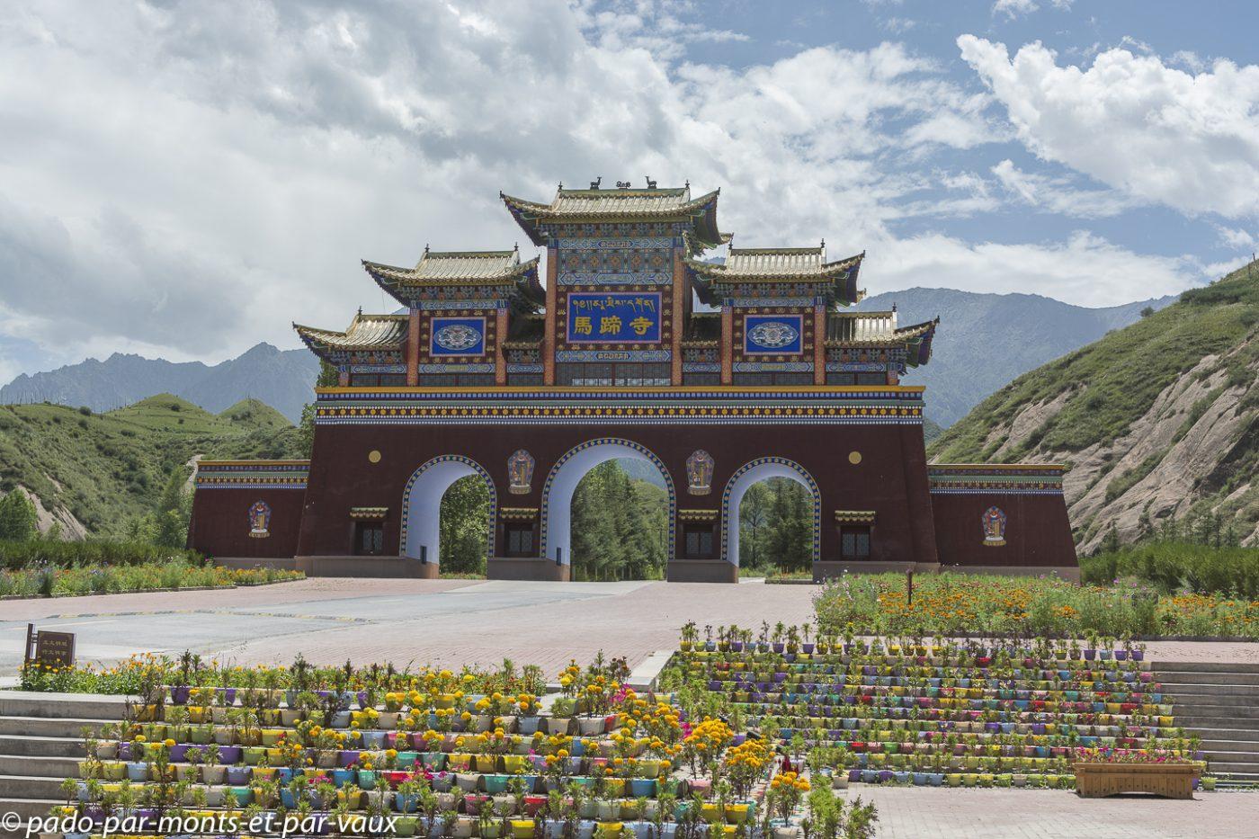 Zhangye  route vers le monastère du sabot de cheval