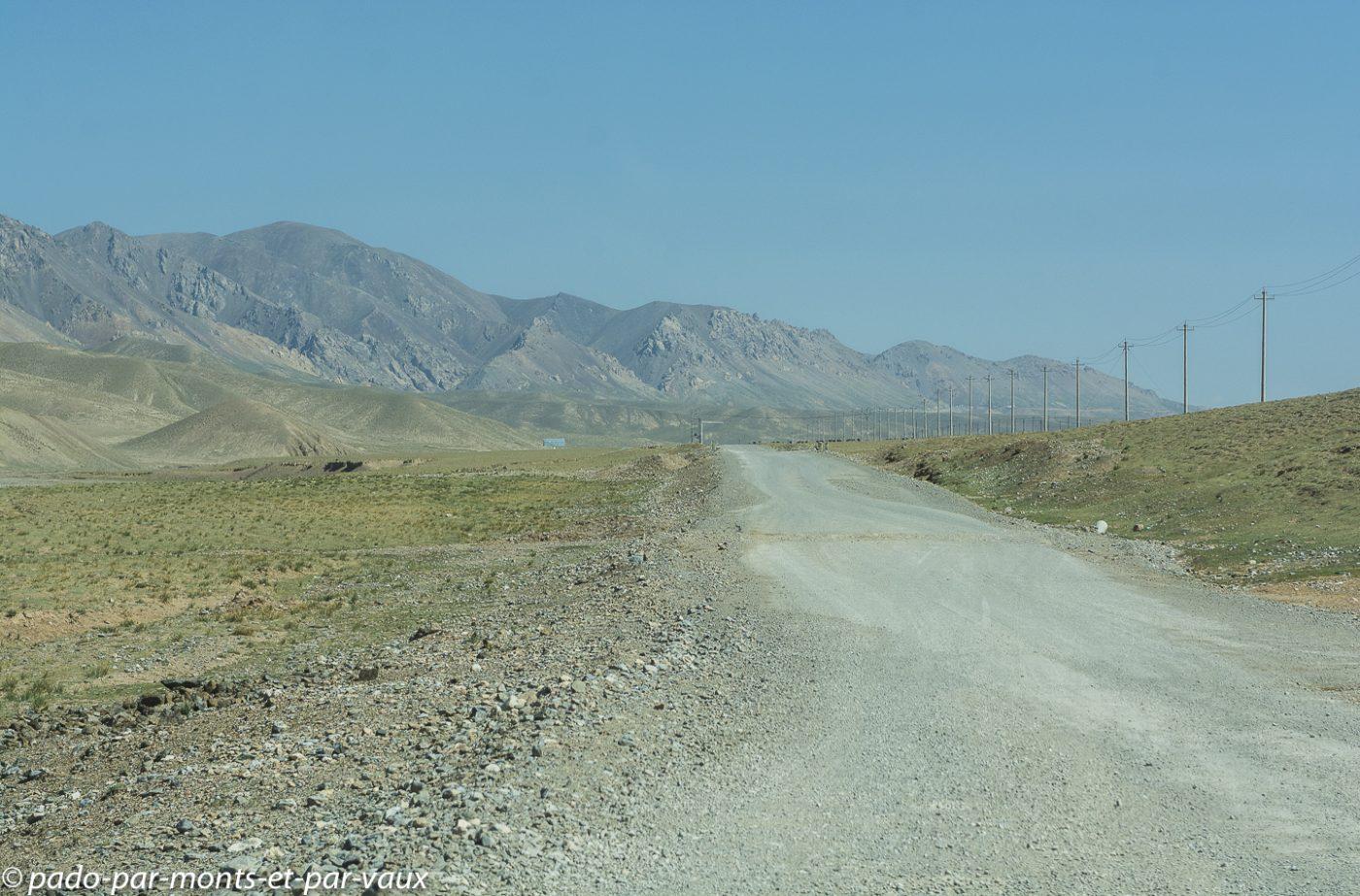 route vers le col de Torugart