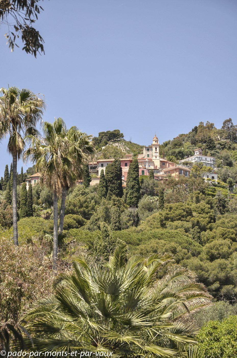 Jardin Hanbury - vue sur le village de la Mortola
