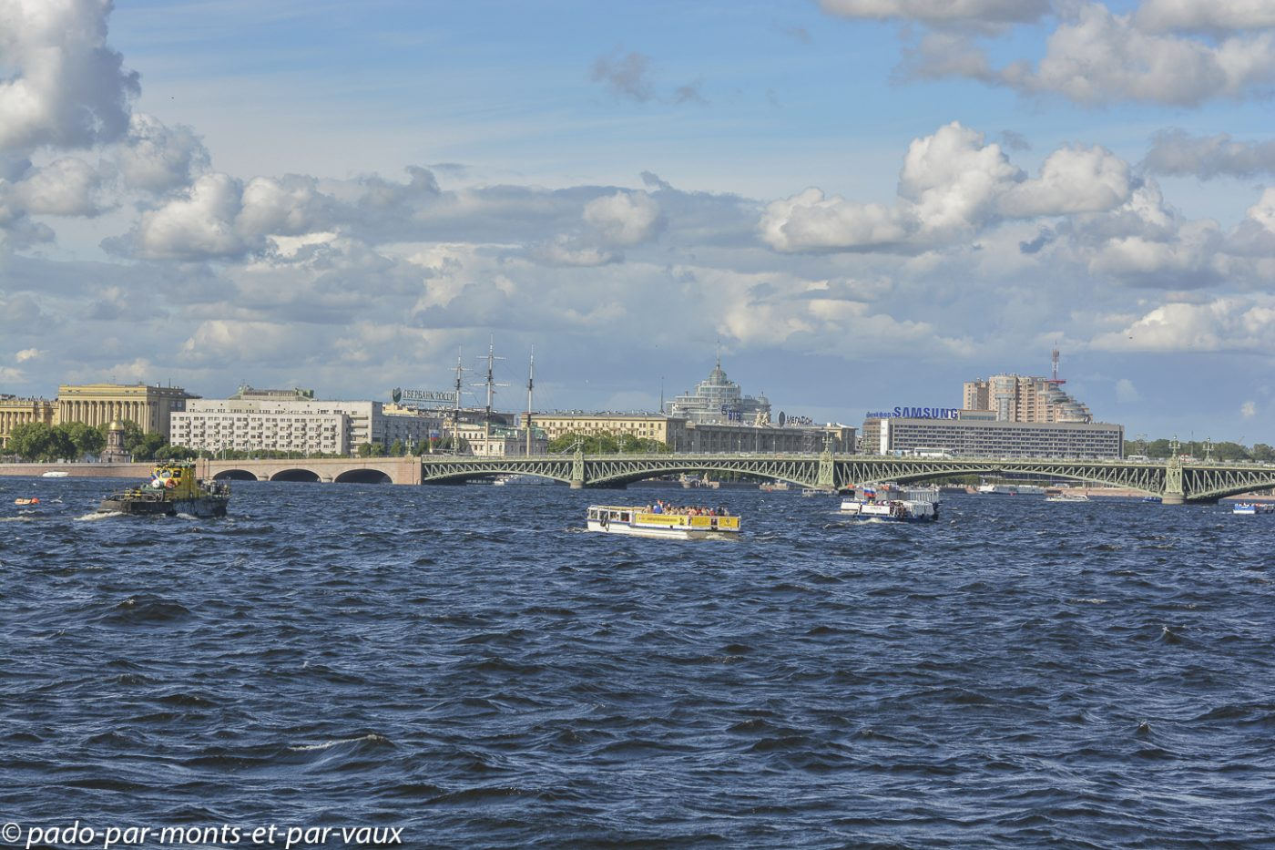 2015 - St Pétersbourg  - sur les bords de la Neva
