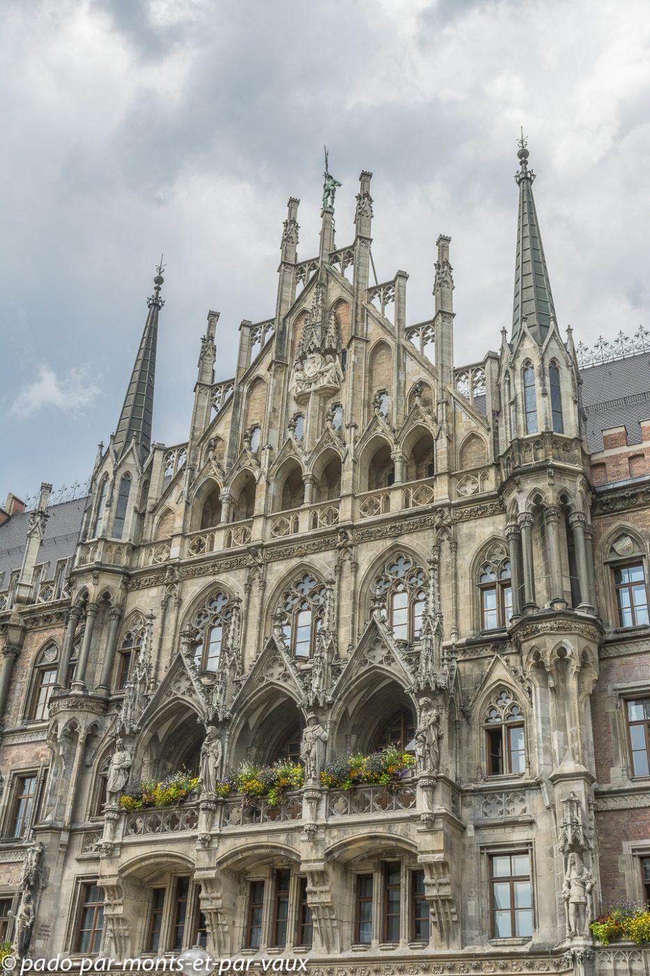 Munich -  Marientplatz - nouvel hôtel de ville