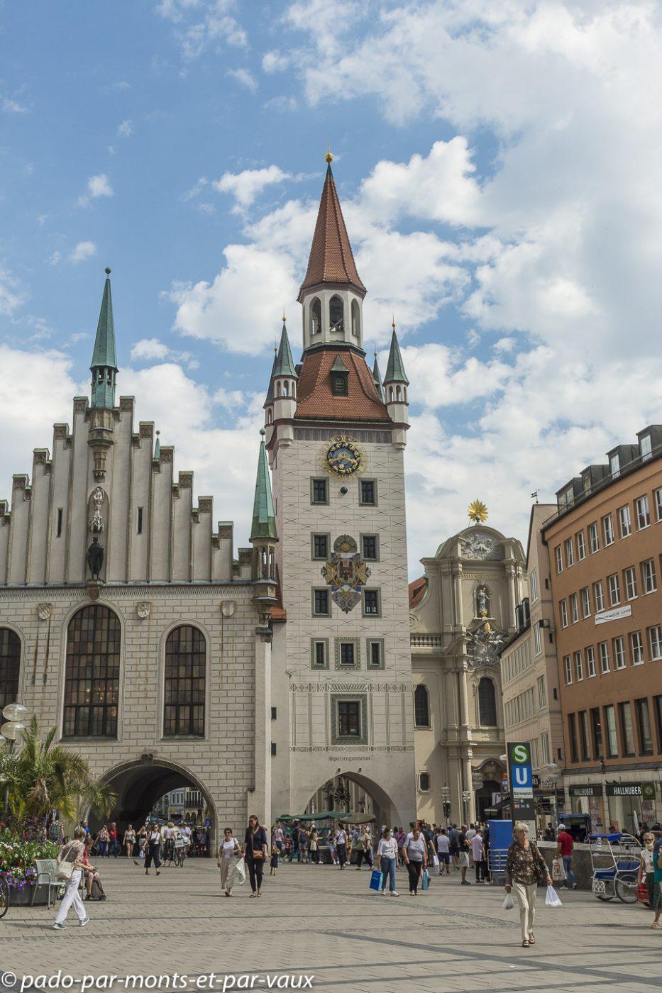 Munich -  Marientplatz - ancien hôtel de ville