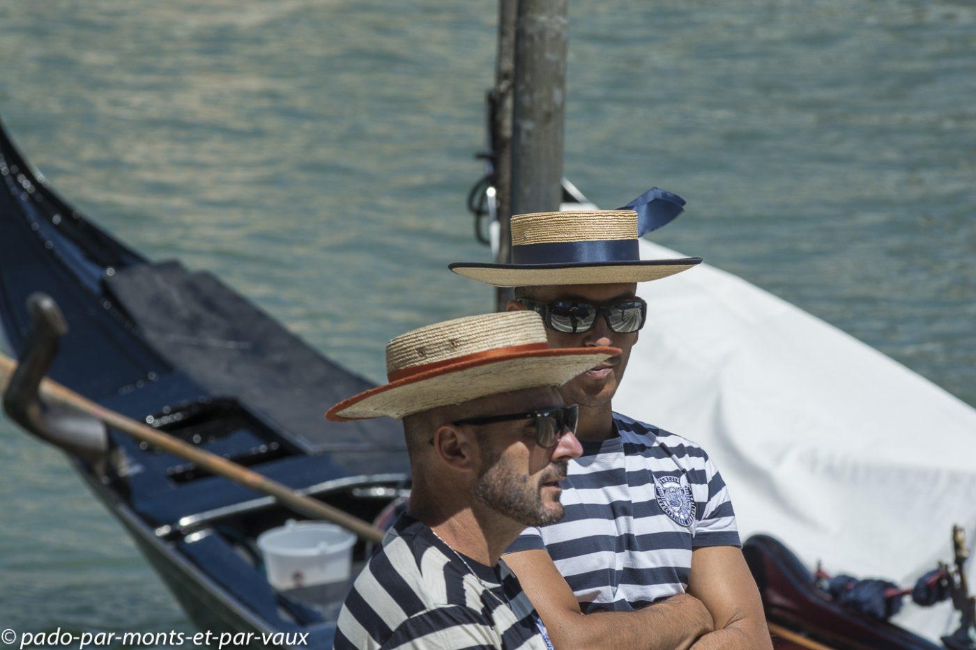 Venise  - Gondoliers