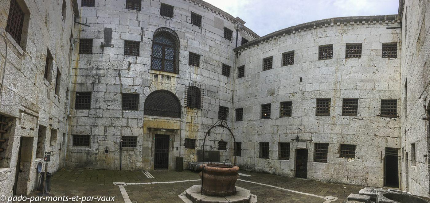 Venise - Palais des doges - nouvelles prisons