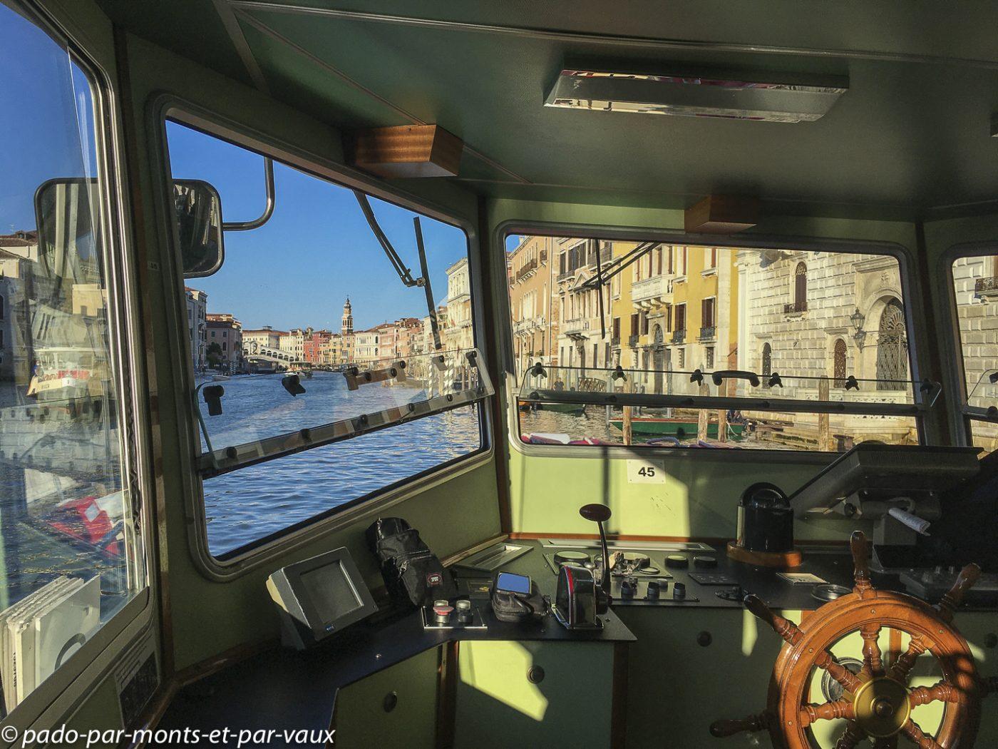Venise en vaporetto sur le grand Canal